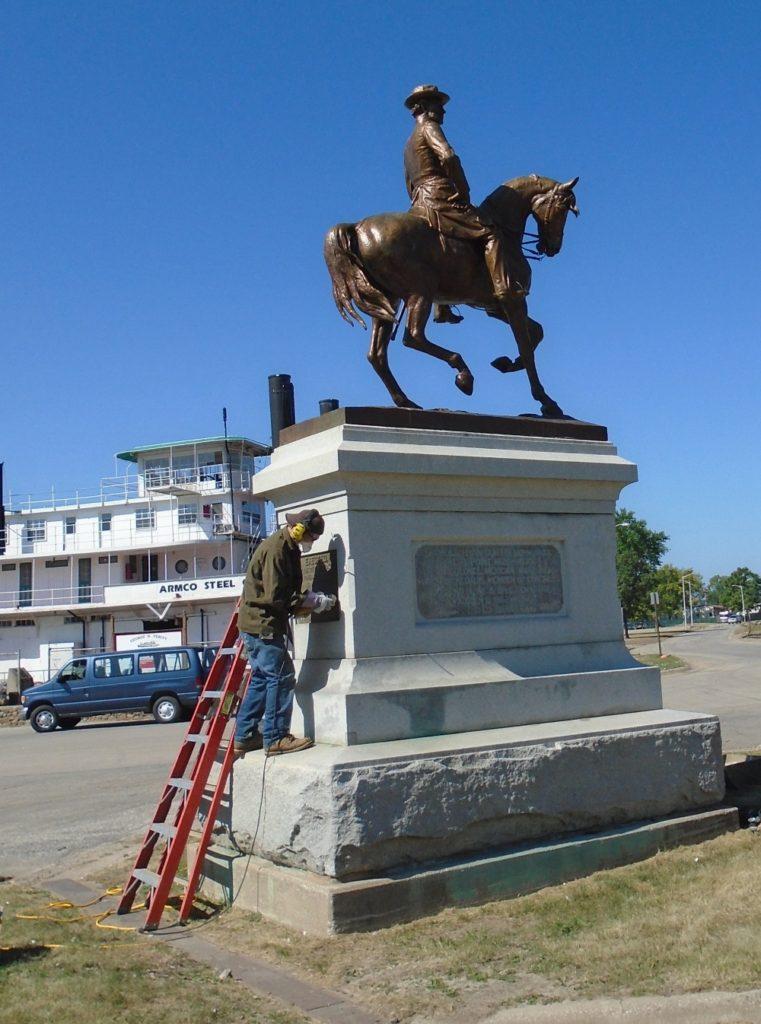 Restoration General Curtis to pedestal in Keokuk, Iowa